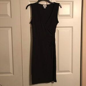 ANN TAYLOR LOFT Size 4P Black Dress Ruching
